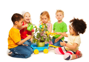 Montessori-Kids-Plant-640